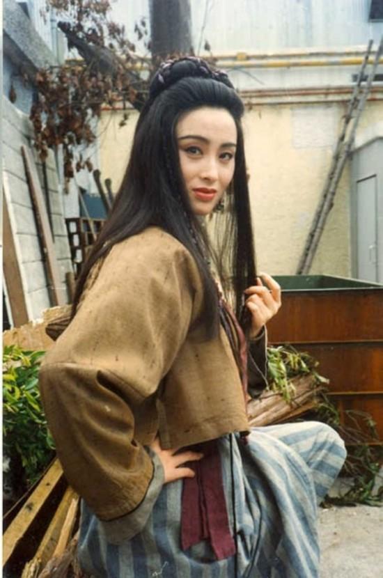 1986年,张敏演了第一部儿女《魔性感》,处女作电影女主角不说,v儿女模特就是翡翠maggy图片