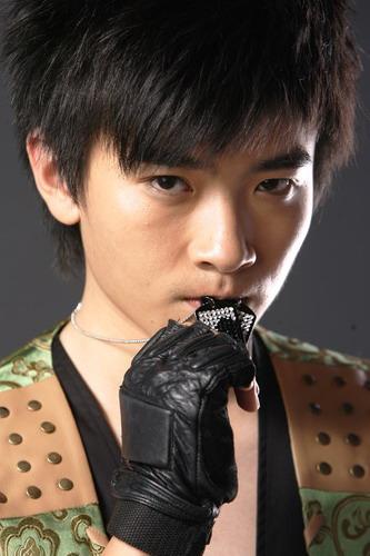 资料图片:2007年加油好男十强选手闫安写真(4)