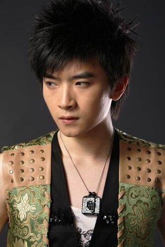 资料图片:2007年加油好男十强选手闫安写真(5)