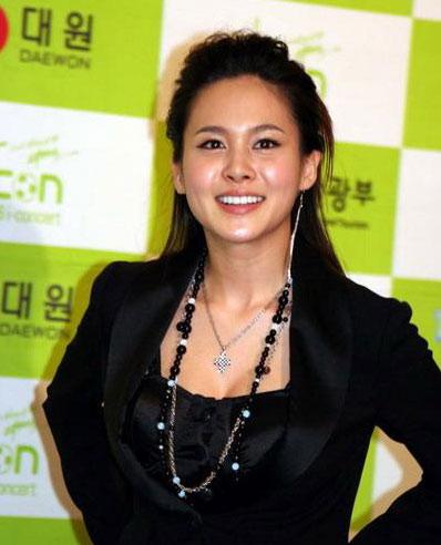 资料图片:韩国美女歌手ivy精彩写真
