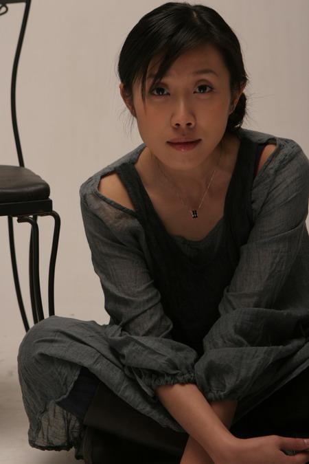 资料图片:胡靖钒精美写真--神情专注