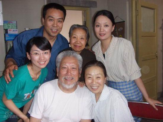 资料图片:电视剧《洒满阳光的小院》剧照(4)
