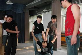 资料图片:舞台剧《疯狂的石头》排练照(10)