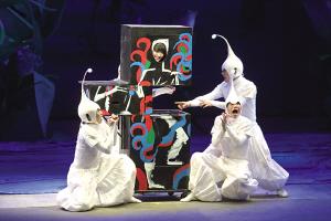 《超级宝宝》昨晚上演魔幻风格吸引中韩小观众