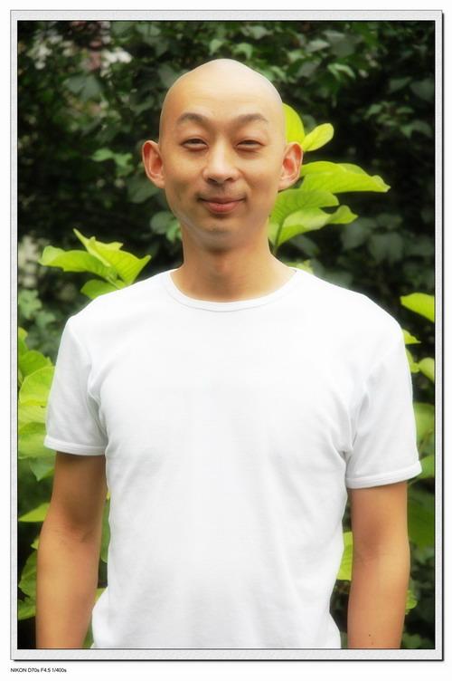 资料图片:话剧《狂恋高跟鞋》演员-黄飞