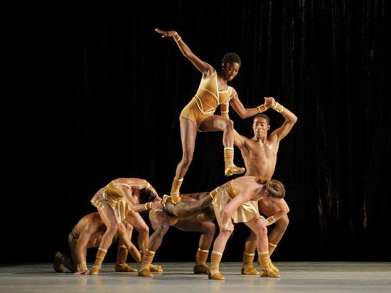 资料图片:阿尔文艾利现代芭蕾舞团精彩剧照(3)