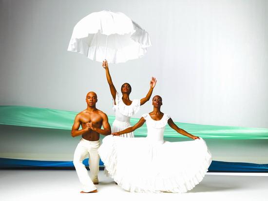 资料图片:阿尔文艾利现代芭蕾舞团精彩剧照(6)