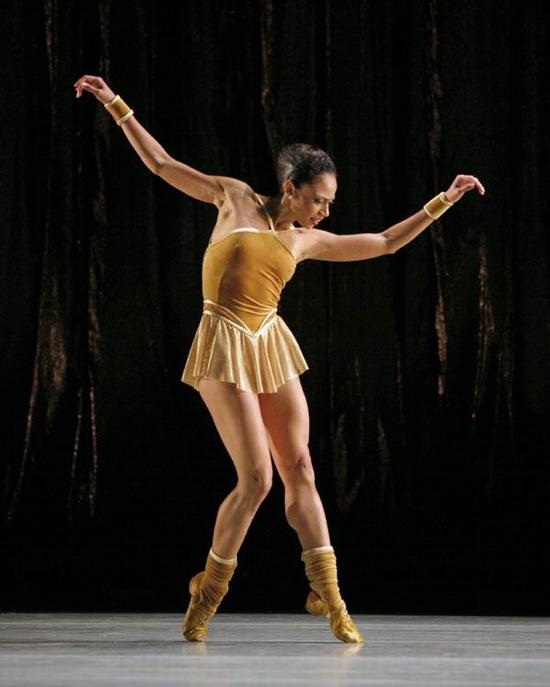资料图片:阿尔文艾利现代芭蕾舞团精彩剧照(15)