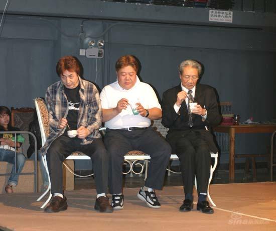话剧《奇异的插曲》谢幕刘金山表演获观众喝彩