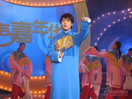张伯宏亮相相声嘉年华与传统曲艺亲密接触(图)