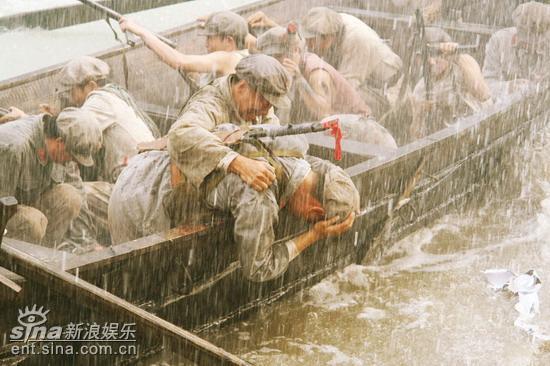 """出演《革命到底》郑昊当配""""脚""""搞笑到底(图)"""