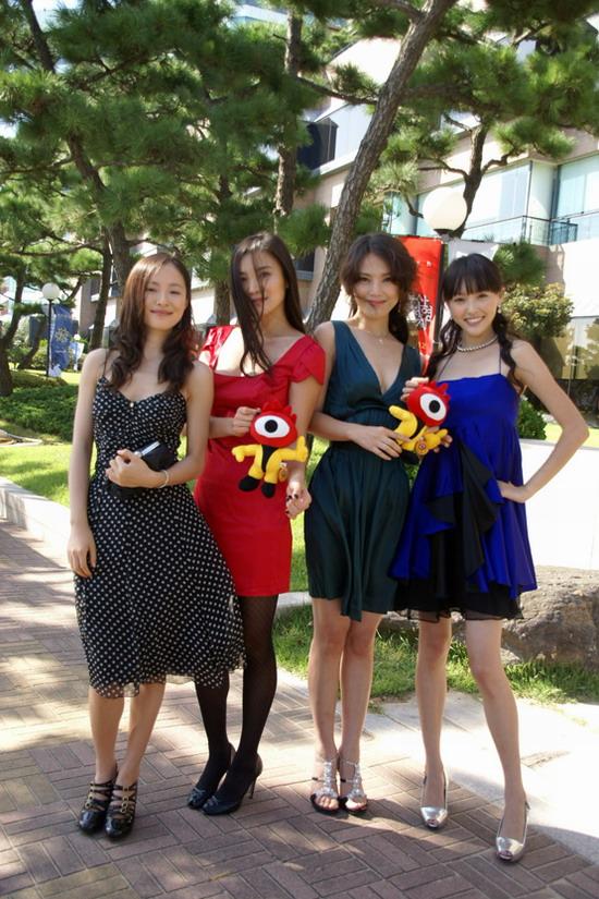 橙天拾捌女星耀釜山集体签约韩国经纪公司(图)