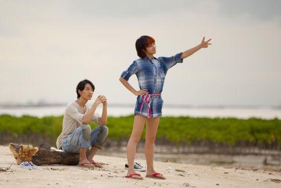 中出絲襪色妻_顏卓靈(右)以《狂舞派》中出色外現,先后入圍金馬獎與香港金像獎