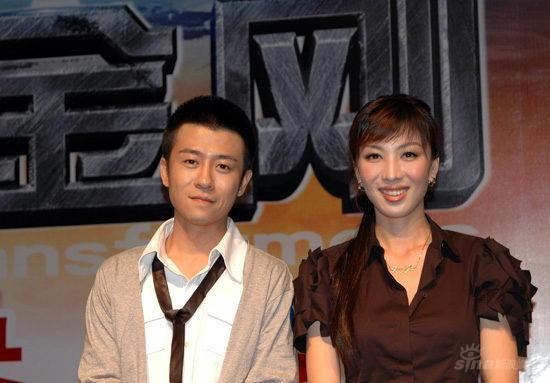 人气搭档林申徐菁遥出席《变形金刚》首映礼