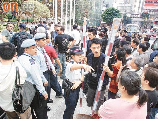 《蝙蝠侠》移师香港中环路人受阻发难(附图)