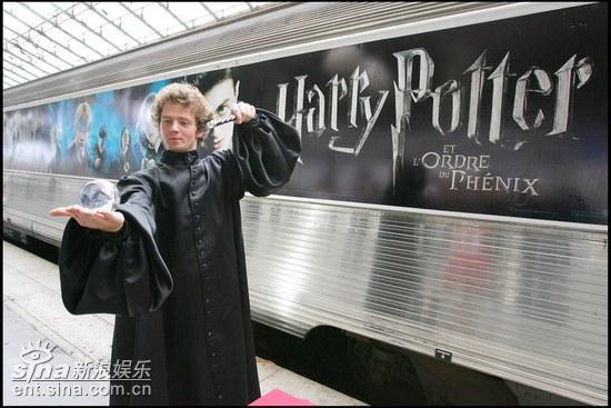 组图:《哈利波特与凤凰社》道具展巴黎举行
