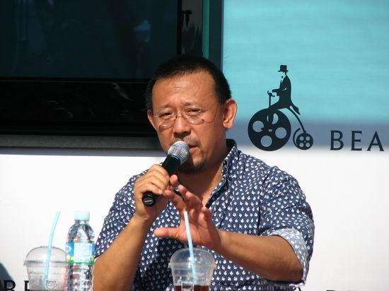 姜文亮相釜山畅谈电影变身老师授业解惑(组图)