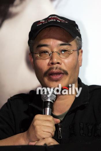 组图:姜东元孔孝真李妍熙出席电影《M》首映礼