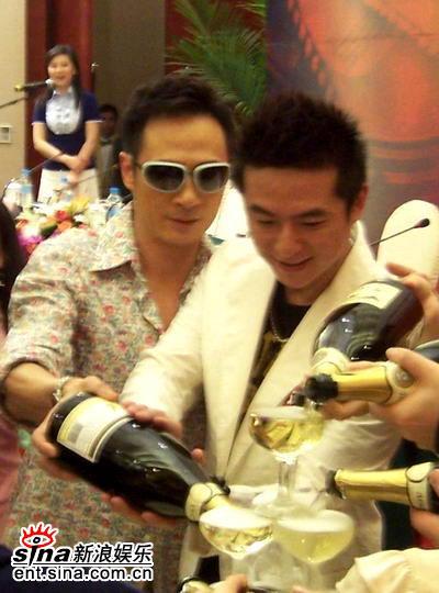 图文:《双食记》重庆开机--吴镇宇与朱雨辰