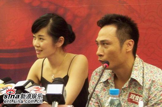 图文:《双食记》重庆开机--吴镇宇表情丰富