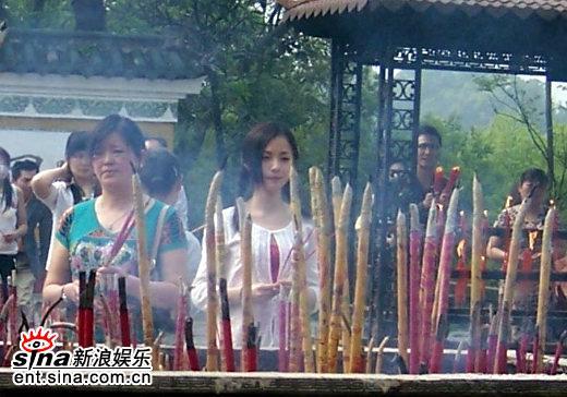 图文:《双食记》重庆探班--寺庙内的上香戏