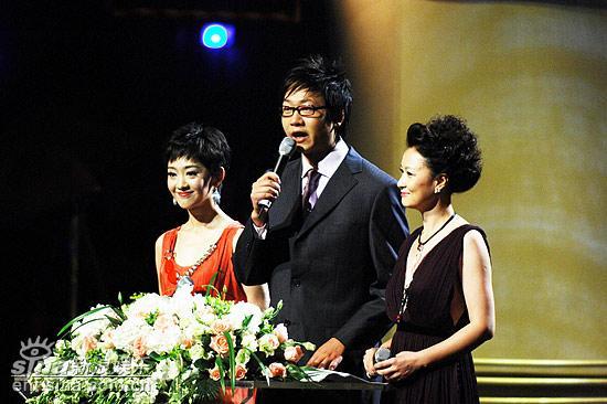 图文:上海电影节开幕仪式--三位主持人致词