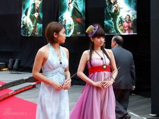 图文:《哈利-波特5》东京首映--深田恭子到场
