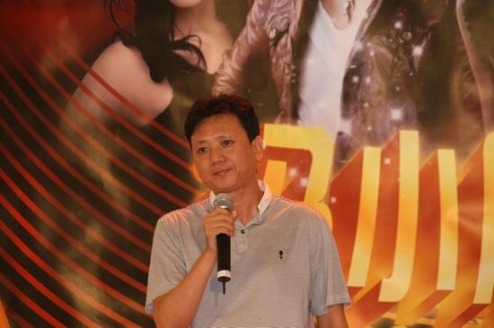 图文:冯小刚公益短片发布会--世贸天阶总经理樊献勇