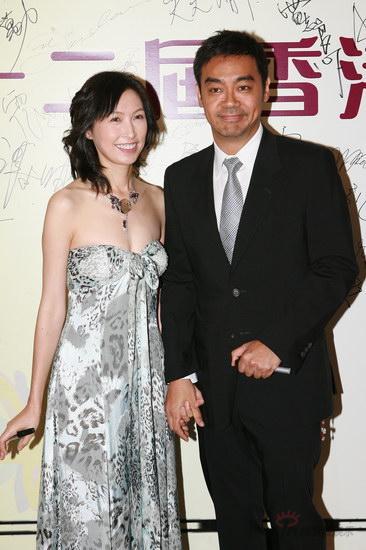 图文:金紫荆颁奖--刘青云郭蔼明夫妇携手亮相