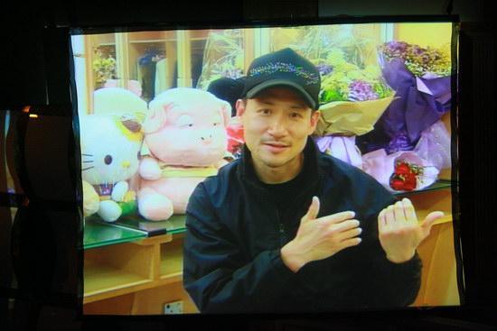 图文:金紫荆颁奖--张学友现身大屏幕