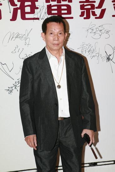图文:第12届金紫荆红毯--刘家良亮相英气逼人