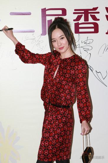图文:香港金紫荆奖颁奖典礼--霍思燕到场留名