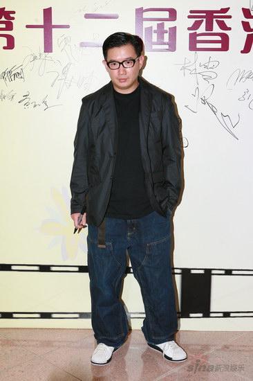 图文:香港金紫荆奖红地毯--杜汶泽面无表情