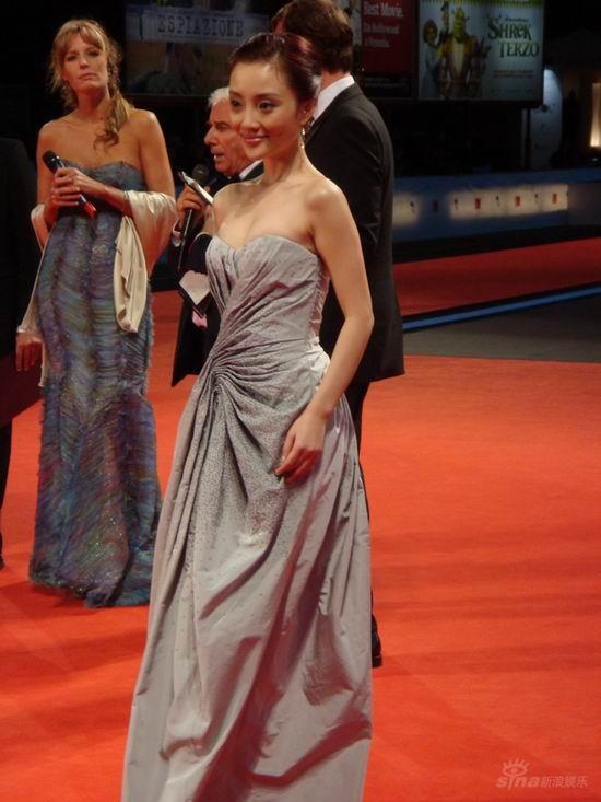 图文:《天堂口》威尼斯首映--李小璐亮相红毯