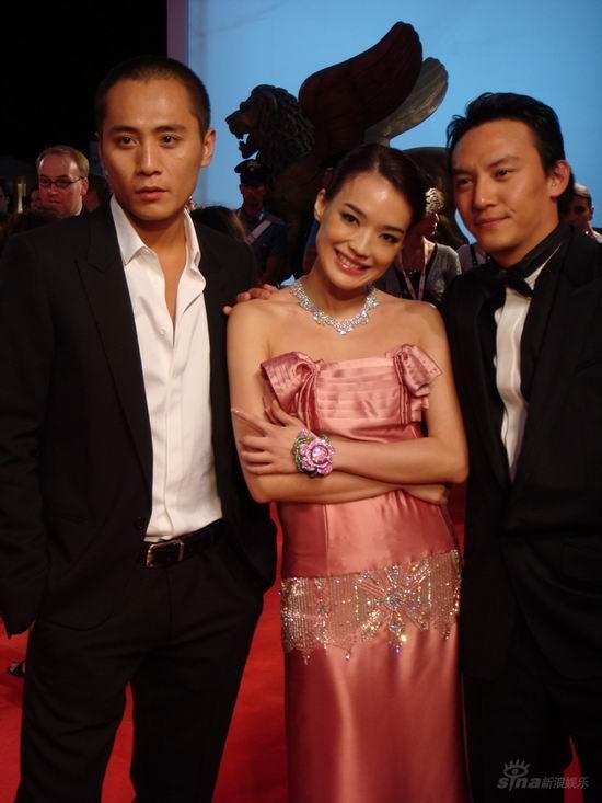 图文:《天堂口》威尼斯首映--刘烨舒淇张震