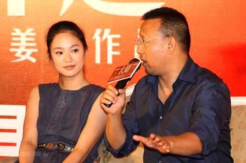 图文:《太阳》首映会--夫唱妇随接受采访