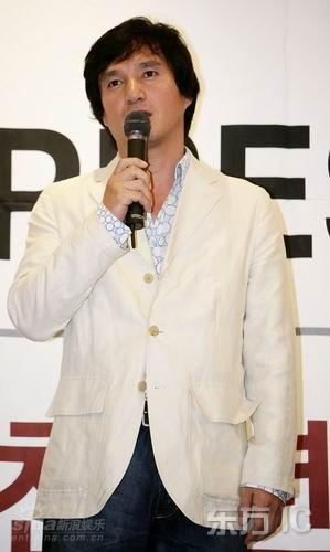 正文    新浪娱乐讯 2007年10月7日,韩国电影《千年鹤》在釜山举行