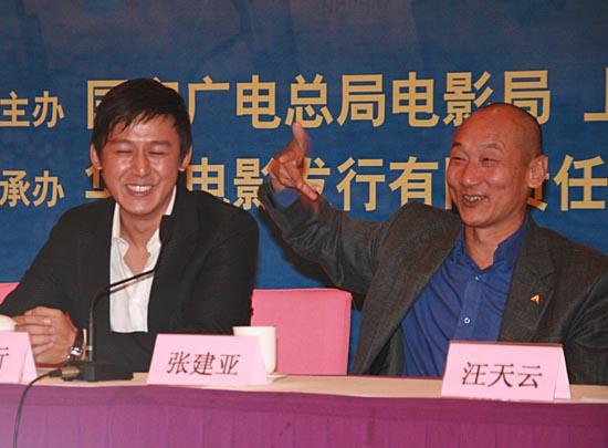 图文:《东方大港》北京首映--谈及剧情