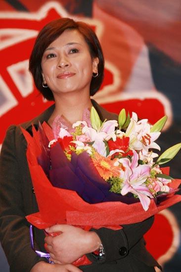 图文:《东方大港》北京首映--苏瑾笑容灿烂