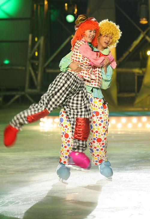 明星大练冰半决赛第一场--魏斌小丑装束登场