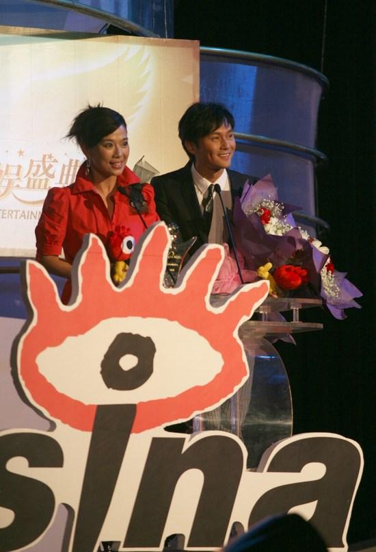 陈松伶张智霖发表感言:谢谢新浪给我们这奖项