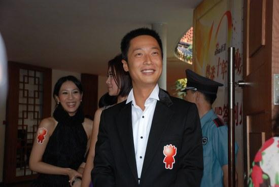 马浚伟发表获奖感言:我会更努力演好每部戏