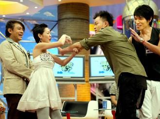 杨宗纬做客《康熙来了》谈被歌迷偷袭经历(图)