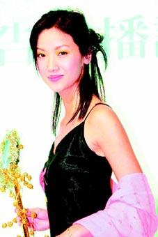 吴倩莲和男友赌城秘密完婚自已设计旗袍(附图)