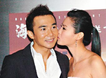 刘�u宏唱自创情歌提亲准新娘感动当场落泪(图)