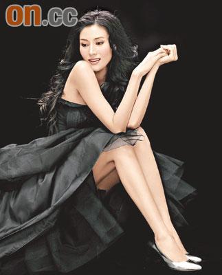 李嘉欣设计鞋子下月推出秀长腿撑自家作品(图)