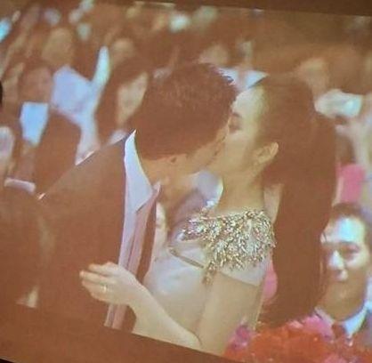 林依晨定亲典礼上与单身夫热吻。