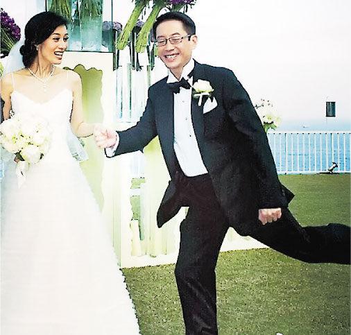 不知不觉间,李嘉欣与老公许晋亨已结婚6周年,两人依然甜蜜温馨。