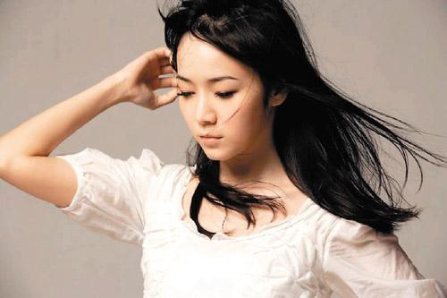 组图:周杰伦前女友侯佩岑写真知性美人气质