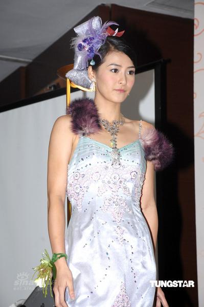 明星全接触正文视频:阎清变身完美新娘代言婚纱大谈婚姻观